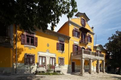 Full Day Sintra, Cabo da Roca, Cascais and Estoril Small-Goup Tour from Lisbon