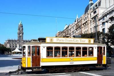 Lisbon Shore Excursion: 2.5-Hours of a Food and Tapas Private Tuk Tuk Tour