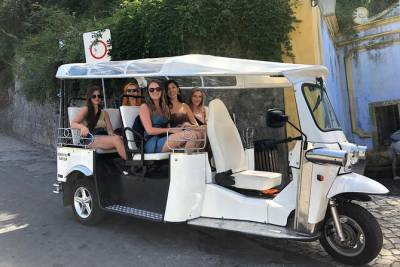 Discovery all Sintra and Cascais with a local tour guide in an electric Tuktuk