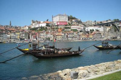 Private Porto from Lisbon with Portuguese lunch and Porto wine tasting