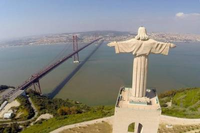 Private Full Day Tour of 3 Castles & Wine Tasting from Lisbon