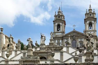 Private Premium Car Transfer from Lisbon to Braga with 2h of Sightseeing