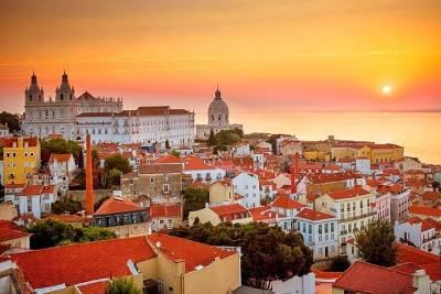 Rent a 50cc scooter to explore Aljezur.
