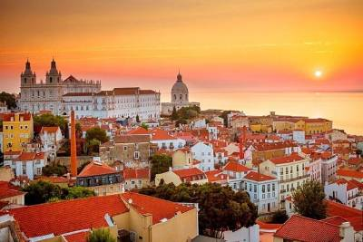 Full-day Sintra, Cascais, and Lisbon Sightseeing Tour