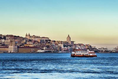 Two-Hour Private Sailing Trip in Lisbon