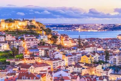 Lights of Lisbon, Private Night Tour: Dinner with Fado Performance + Rooftop Bar