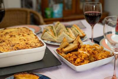 Private Portuguese Dining Experience with a Local in her Home near Lisbon