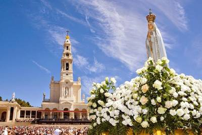 Fatima, Batalha, Obidos and Nazare small group full day tour from Lisbon