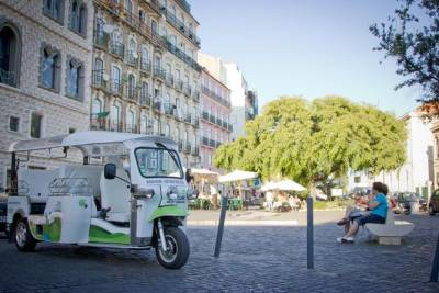 Lisbon: 1.5-Hours Old Town and City Center Tour on a Private Tuk Tuk