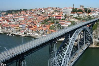 Discover Porto with river cruise