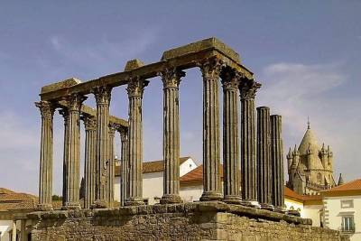 Evora full-day private tour from Lisbon