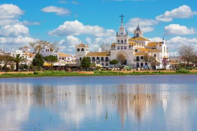 Private Premium Car Transfer from Lisbon to Huelva with 2 Sightseeing Stops