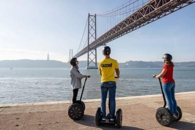 Sightseeing Portugal use Portulano Tours e Eventos to visit Lisbon , Porto