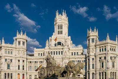 Private Premium Car Transfer from Lisbon to Madrid with 2 Sightseeing Stops