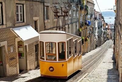 Lisbon sail at night