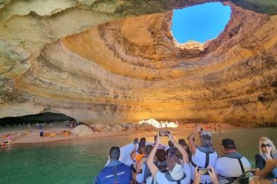 Small-Group 2-Hour Lisbon Sailing Tour
