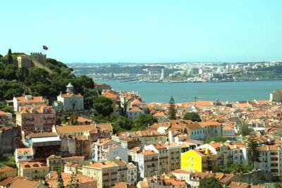 Private Full Day Tour to Discover the Charm of Lisbon Hills, from Lisbon