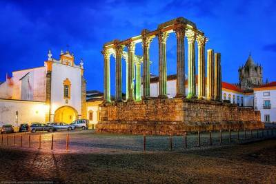 From Lisbon: Évora Private Tour with Lunch and Wine tasting FD