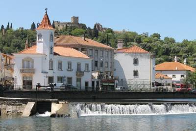 Private Tour from Lisbon to Tomar and Almourol Castle,Lunch & Monuments Included