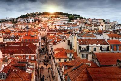 Private Premium Car Transfer from Braga to Lisbon with 2h of Sightseeing
