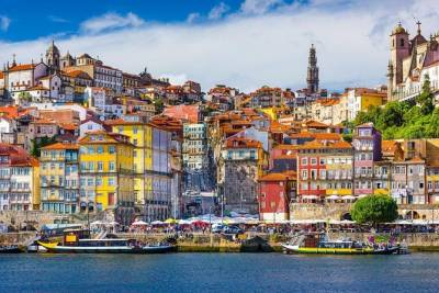 Private 8-hour tour to Coimbra and Aveiro from Porto with guide and driver