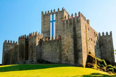 Braga & Guimarães Tour - Historical Castle, Palace, Cathedral and Lunch included