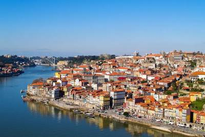 Private Lisbon Airport Transfer from City Centre to Lisbon Airport (LIS)