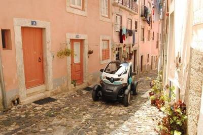 Electric Car Tour of Lisbon Old Town and Belém with GPS Audio Guide