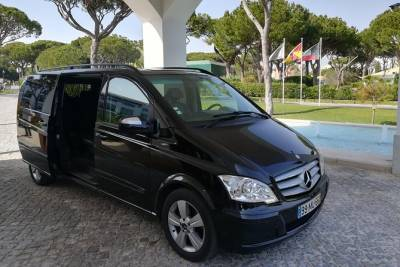 Private Transfer from Faro Airport to Carvoeiro (1-4 pax)