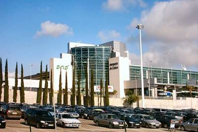 Lisbon Private Transfer: To or From the Airport