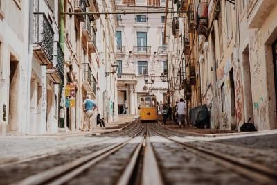 Gulbenkian Museum & Gardens: Lisbon's Urban Oasis Private Tour