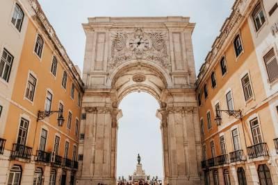 Private Transfer from Faro Airport to Monte Gordo (5-8 pax)