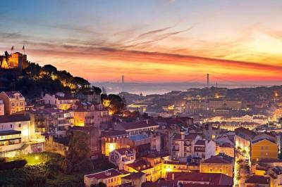 Private Tour: Lisbon Sightseeing Tour with Dinner and Fado Show