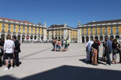 Lisbon Essential Tour: History, Stories, and Lifestyle