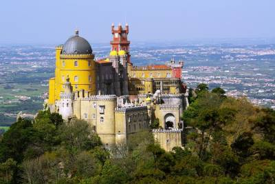 Full-Day Sintra Palaces Private Tour from Lisbon