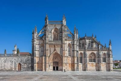 Fátima, Batalha, Alcobaça, and Óbidos Full Day Private Tour from Lisbon