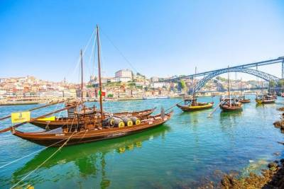 Private Tour to History of Porto & Caves Port Calem & Wine Tasting