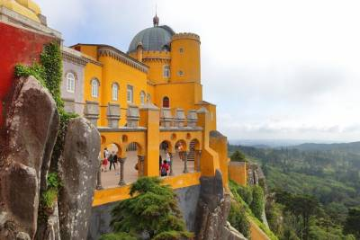 Sintra Half Day: Private Tour: Pick up: Hotel in Lisbon: in Mercedes