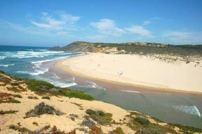 Full-Day Algarve Tour by Convertible Cabrio from Portimão