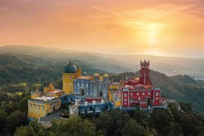 Sintra's Palaces, Forest and Atlantic Coast by van !
