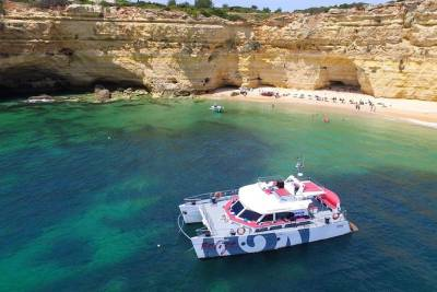 Albufeira Caves and Coastline Cruise with Beach BBQ