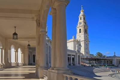 Private Full Day Tour to Fátima, Batalha, Alcobaça & Óbidos from Lisbon