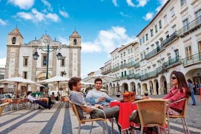 Évora Full Day Tour from Lisbon with Traditional Lunch and Wine Tasting
