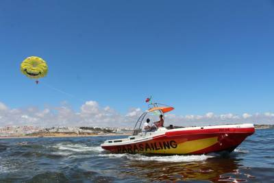 Albufeira: Parasailing Boat Trip