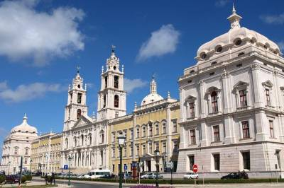Private Mafra National Palace and Ericeira in One Day from Lisbon