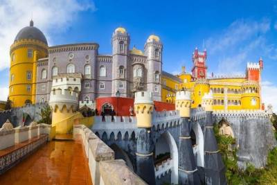 Pena Palace Private Guided Tour from Lisbon