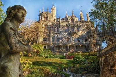Lisbon: Follow the 28 Tram Route by Private Tuk-Tuk