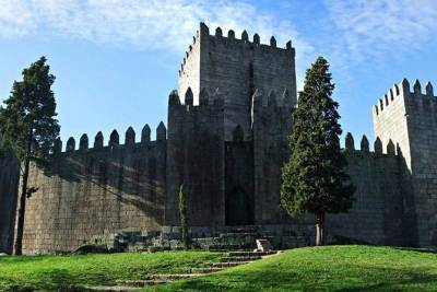 Private tour to historic Minho (Guimarães and Braga)