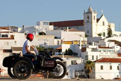 Private Tour: Portimao, Alvor and Ferragudo Sightseeing by Vintage Motorcycle Sidecar from Portimao
