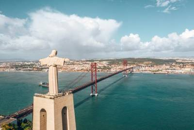Best Morning in Lisbon ! Discover Cristo Rei & Cacilhas Docks